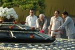 Shri M. Hamid Ansari, Vice President of India paying floral tributes at 'Vir Bhoomi' the Samadhi of Former Prime Minister, Late Shri Rajiv Gandhi on his 63rd birth anniversary, in Delhi on August 20, 2007