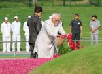 Shri M. Hamid Ansari, Hon'ble Vice President of India paying floral tributes at the Samadhi of former Prime Minister, Pandit Jawaharlal Nehru on his 53rd death anniversary, at Shanti Van, in Delhi on May 27, 2017.