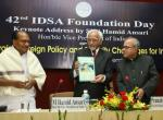 Shri M. Hamid Ansari, Vice President of India, releasing the Journal of Defence Studies on the occasion of 42nd Foundation Day of the Institute for Defence Studies and Analyses, in New Delhi on November 10, 2007