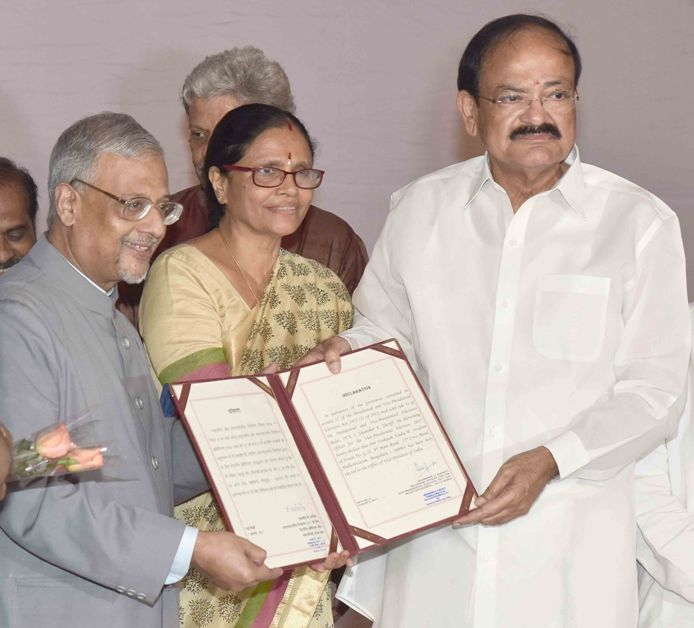 The Returning Officer of the Vice-Presidential Election-2017 and Secretary-General of Rajya Sabha, Shri Shumsher K. Sheriff presenting the declaration of result for the election for the Vice President of India to the Vice President-elect, Shri M. Venkaiah Naidu, in New Delhi on August 05, 2017.