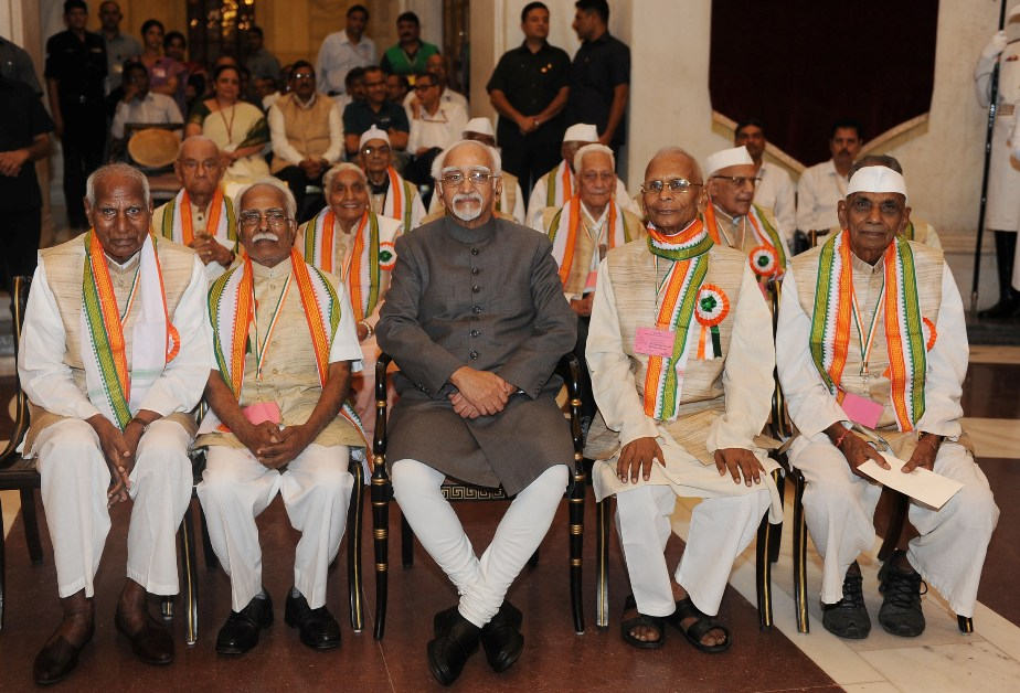 Shri M. Hamid Ansari, Hon'ble Vice President of India with the Freedom Fighters, during the 'At Home' function, on the occasion of 75th Anniversary of the Quit India Movement, at Rashtrapati Bhavan, in New Delhi on August 09, 2017.